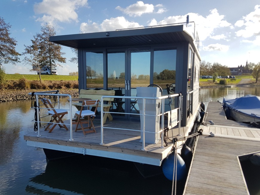 b&b-boot-houseboat.jpg